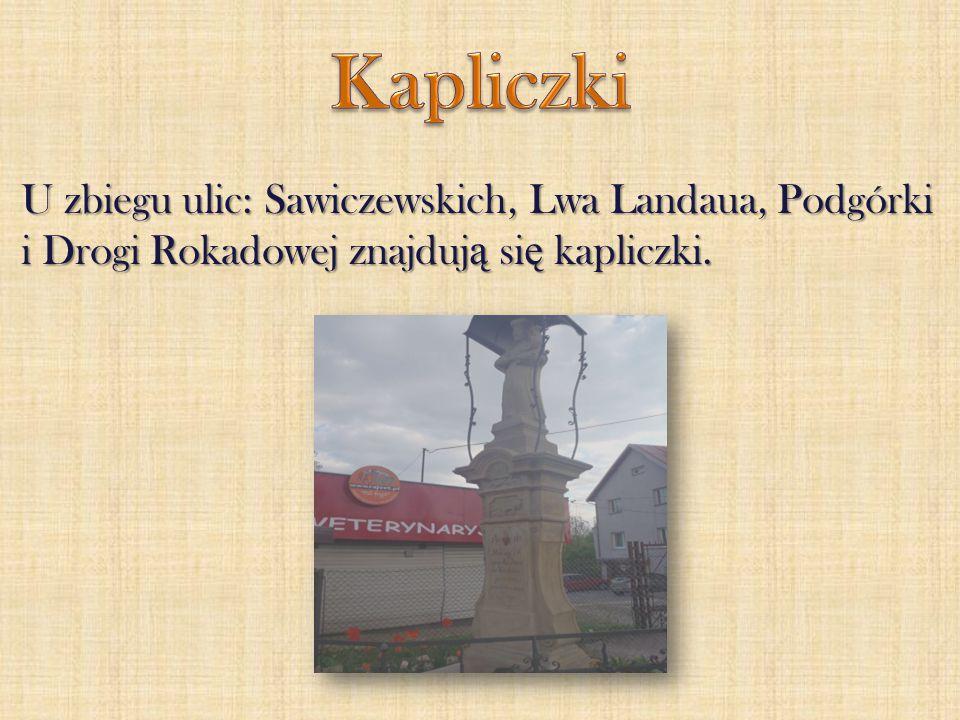U zbiegu ulic: Sawiczewskich, Lwa Landaua, Podgórki i Drogi Rokadowej znajduj ą si ę kapliczki.