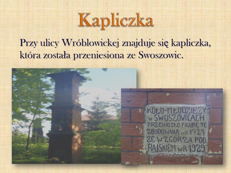 Przy ulicy Wróblowickej znajduje si ę kapliczka, która zosta ł a przeniesiona ze Swoszowic.