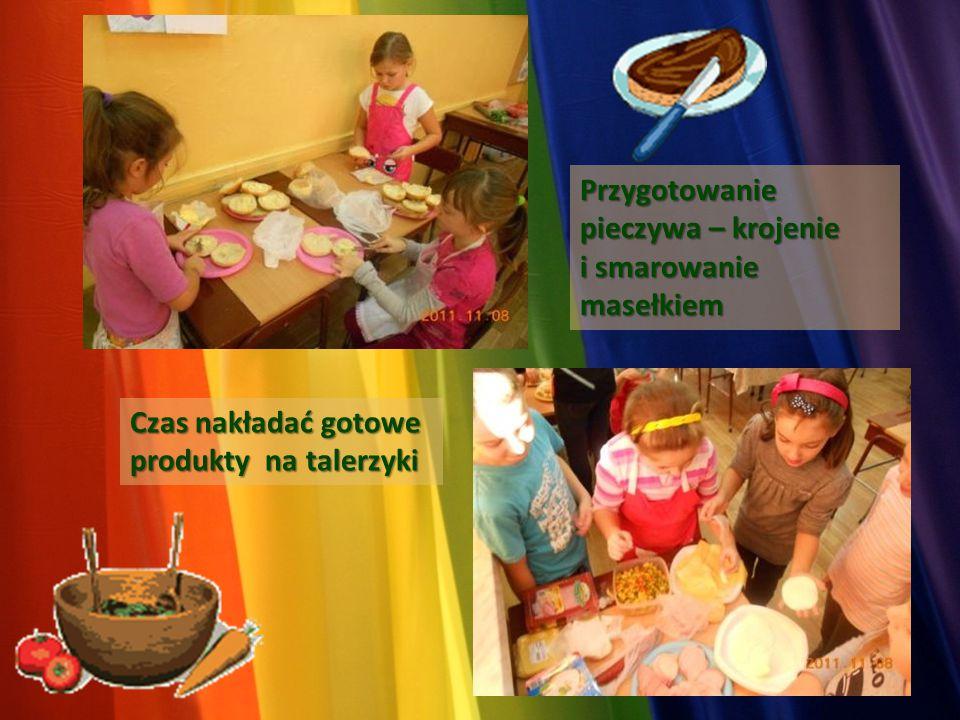 Przygotowanie pieczywa – krojenie i smarowanie masełkiem Czas nakładać gotowe produkty na talerzyki