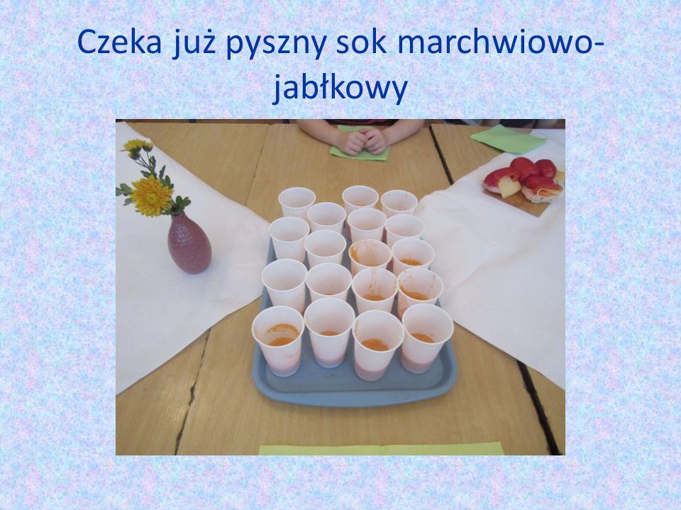 Czeka już pyszny sok marchwiowo- jabłkowy