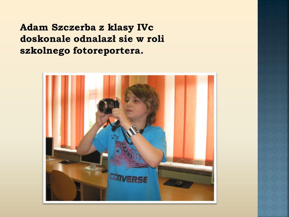 Adam Szczerba z klasy IVc doskonale odnalazł sie w roli szkolnego fotoreportera.