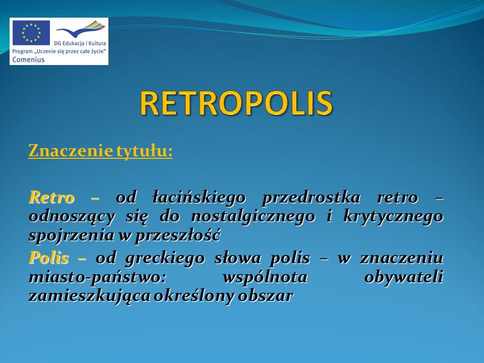 Znaczenie tytułu: Retro – od łacińskiego przedrostka retro – odnoszący się do nostalgicznego i krytycznego spojrzenia w przeszłość Polis – od greckiego słowa polis – w znaczeniu miasto-państwo: wspólnota obywateli zamieszkująca określony obszar