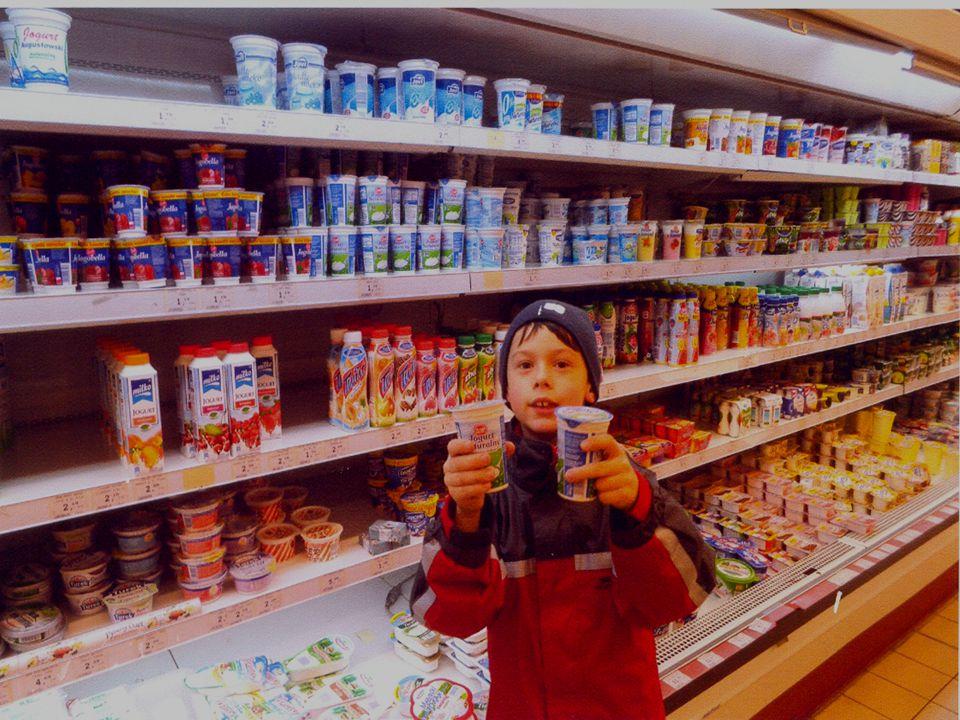 Rodzice biorący udział w akcji zakupili owoce, jednorazowego użytku talerze i sztućce, serwetki, chusteczki, ręczniczki, salaterki, itp.
