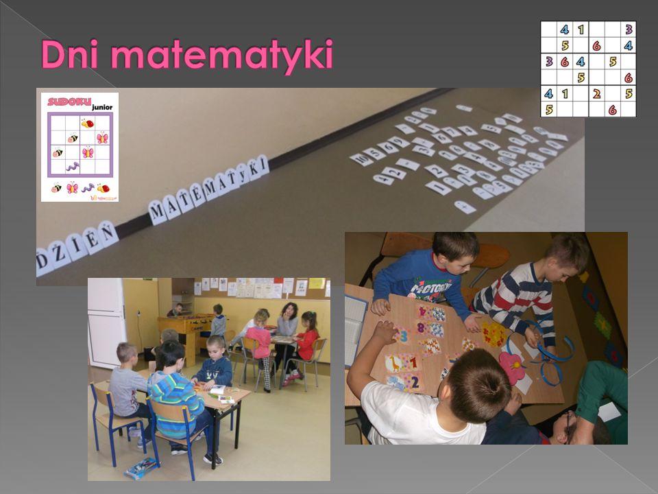 """ """"Matematyka na luzie spotkanie społeczności szkolnej w holu głównym szkoły w dniu 13 marca 2015roku, wspólne zabawy matematyczne z wykorzystaniem dywaników edukacyjnych, puzzli matematycznych, liczb, sudoku, gier planszowych, logicznych, układanek edukacyjnych, domina i innych."""