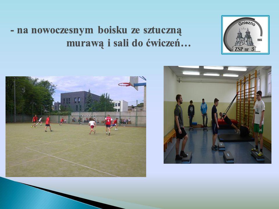 - na nowoczesnym boisku ze sztuczną murawą i sali do ćwiczeń…