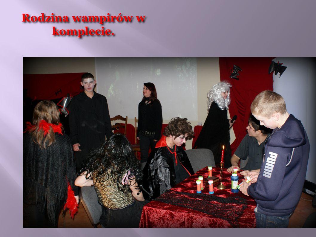 Rodzina wampirów w komplecie.