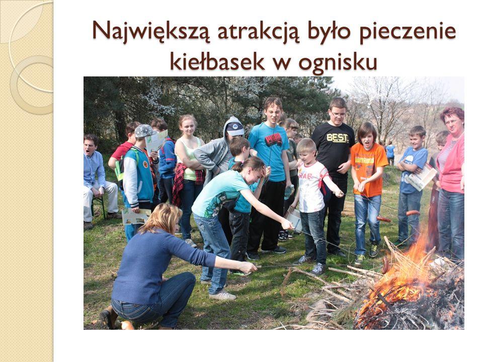 Największą atrakcją było pieczenie kiełbasek w ognisku