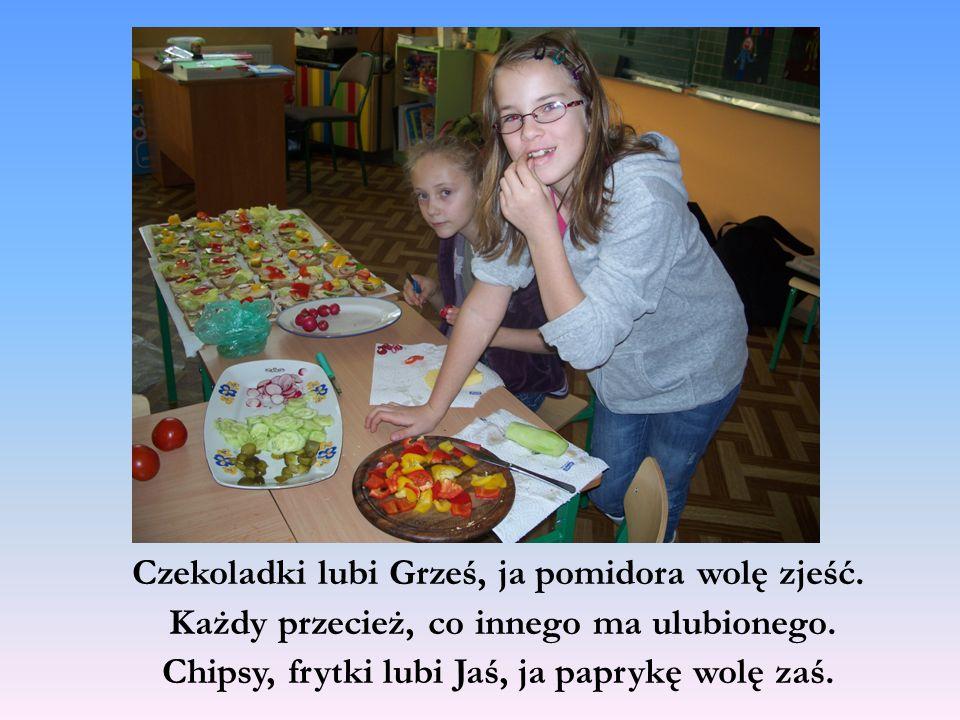Czekoladki lubi Grześ, ja pomidora wolę zjeść. Każdy przecież, co innego ma ulubionego.