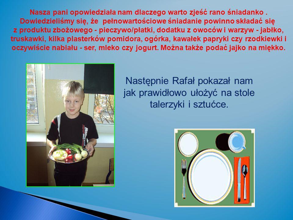 Następnie Rafał pokazał nam jak prawidłowo ułożyć na stole talerzyki i sztućce.