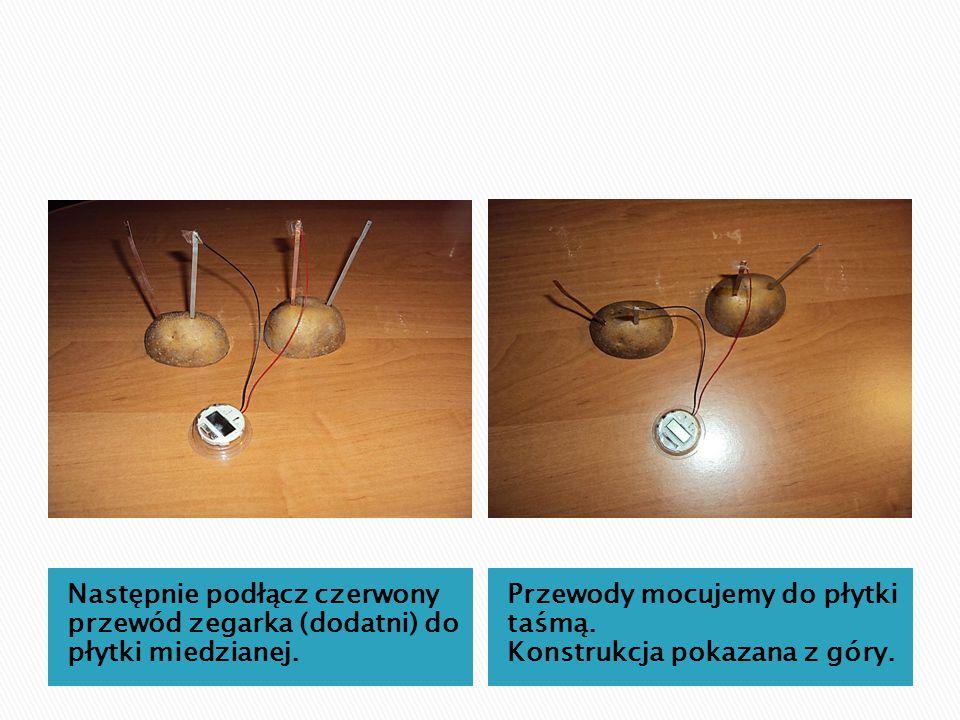 Następnie podłącz czerwony przewód zegarka (dodatni) do płytki miedzianej. Przewody mocujemy do płytki taśmą. Konstrukcja pokazana z góry.