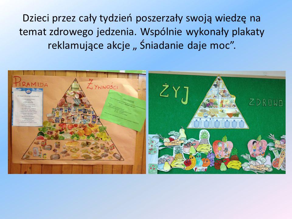 """Dzieci przez cały tydzień poszerzały swoją wiedzę na temat zdrowego jedzenia. Wspólnie wykonały plakaty reklamujące akcje """" Śniadanie daje moc""""."""