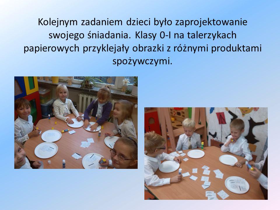 Kolejnym zadaniem dzieci było zaprojektowanie swojego śniadania. Klasy 0-I na talerzykach papierowych przyklejały obrazki z różnymi produktami spożywc
