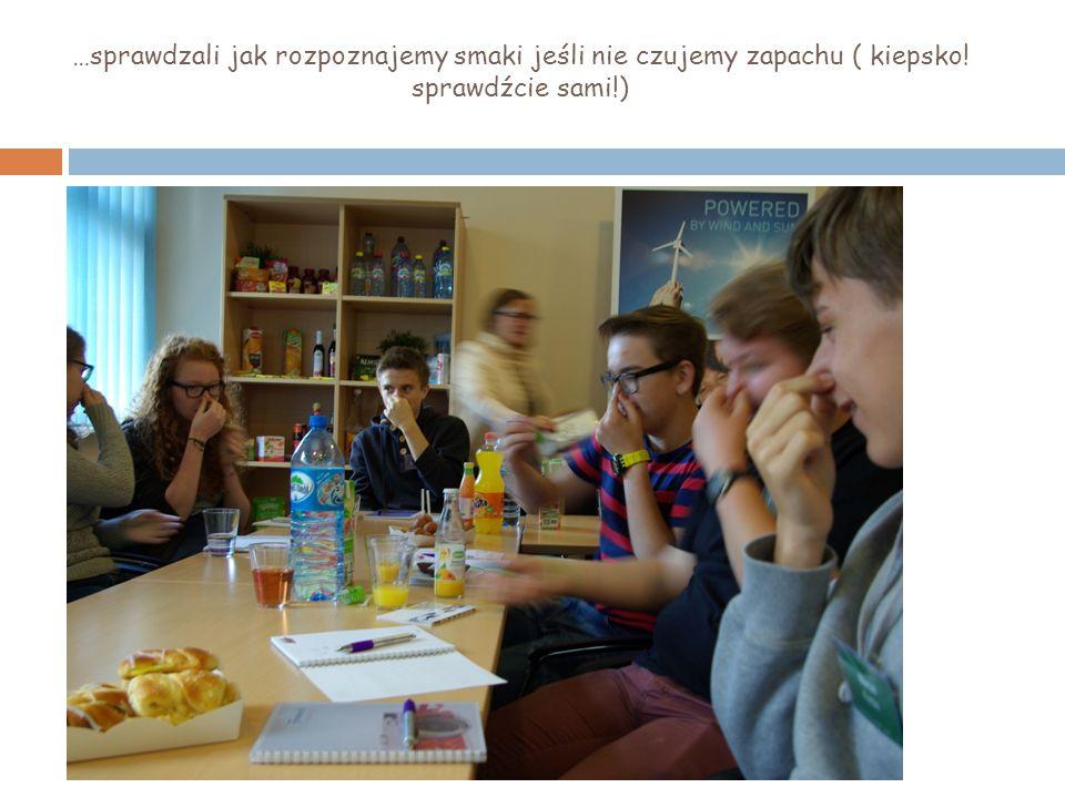 …sprawdzali jak rozpoznajemy smaki jeśli nie czujemy zapachu ( kiepsko! sprawdźcie sami!)