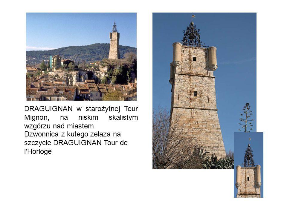 DRAGUIGNAN w starożytnej Tour Mignon, na niskim skalistym wzgórzu nad miastem Dzwonnica z kutego żelaza na szczycie DRAGUIGNAN Tour de l'Horloge