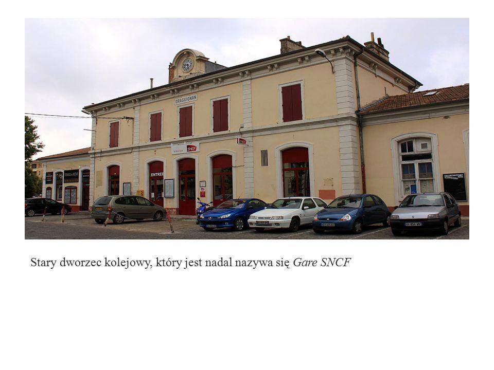 Stary dworzec kolejowy, który jest nadal nazywa się Gare SNCF