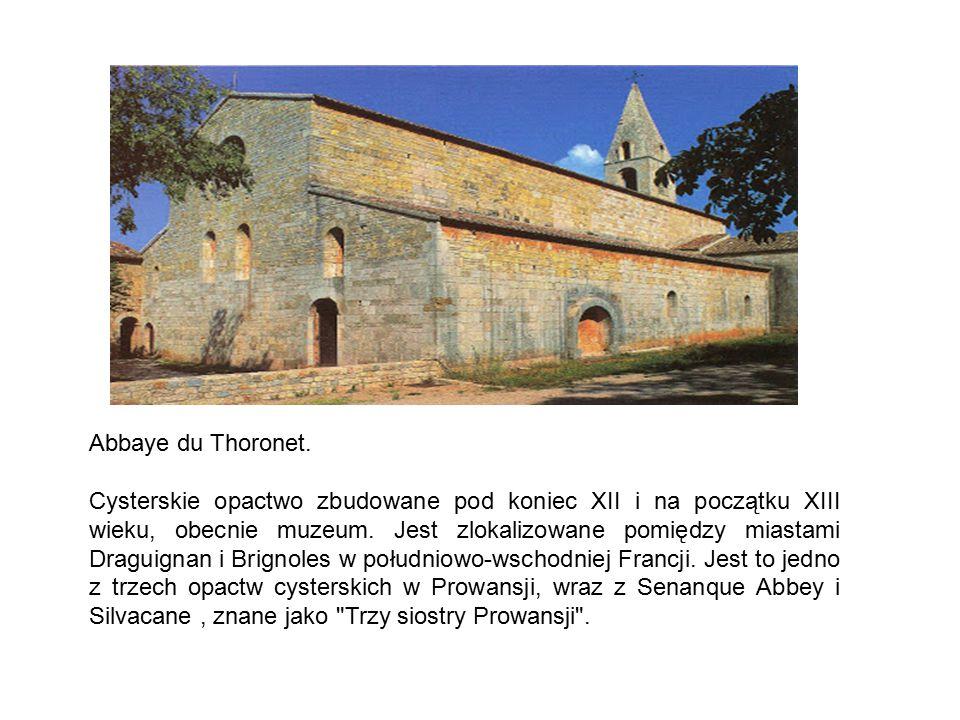 Abbaye du Thoronet. Cysterskie opactwo zbudowane pod koniec XII i na początku XIII wieku, obecnie muzeum. Jest zlokalizowane pomiędzy miastami Draguig