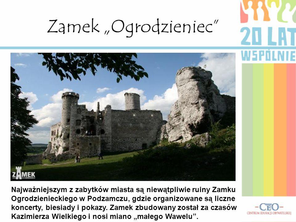 """Zamek """"Ogrodzieniec Najważniejszym z zabytków miasta są niewątpliwie ruiny Zamku Ogrodzienieckiego w Podzamczu, gdzie organizowane są liczne koncerty, biesiady i pokazy."""