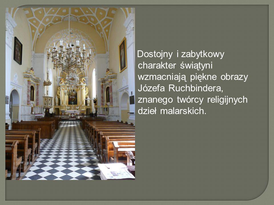 Dostojny i zabytkowy charakter świątyni wzmacniają piękne obrazy Józefa Ruchbindera, znanego twórcy religijnych dzieł malarskich.