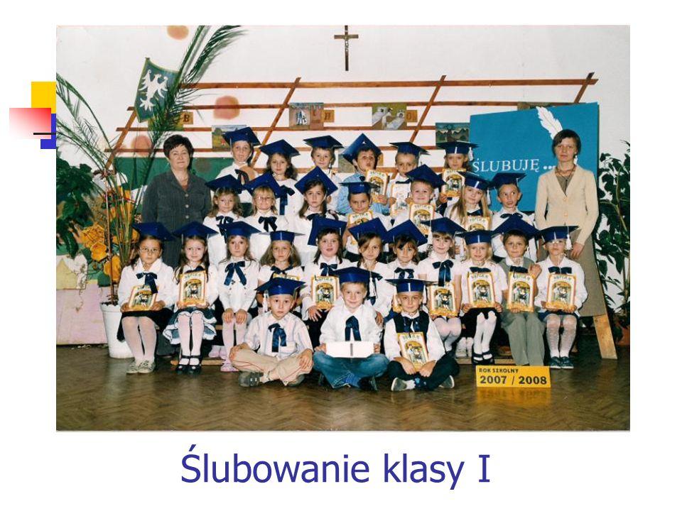 Nasze dziewczynki w chórze szkolnym