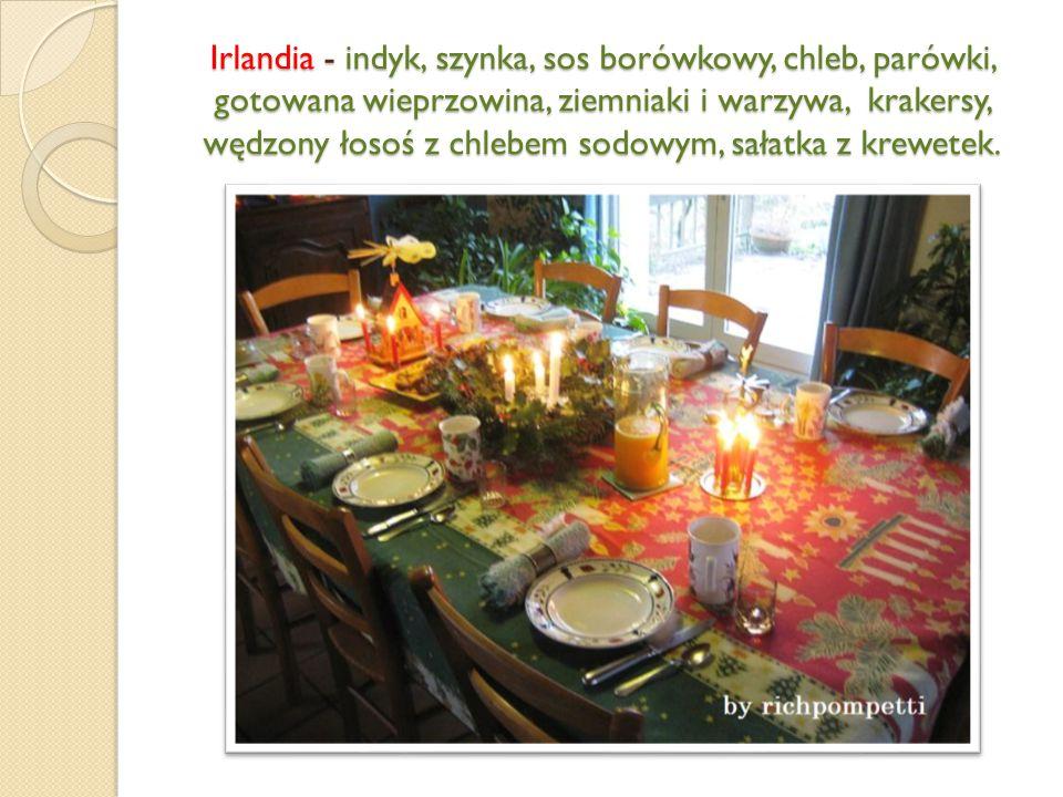 Irlandia - indyk, szynka, sos borówkowy, chleb, parówki, gotowana wieprzowina, ziemniaki i warzywa, krakersy, wędzony łosoś z chlebem sodowym, sałatka z krewetek.