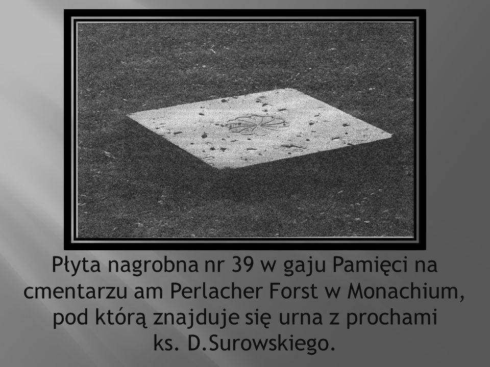Płyta nagrobna nr 39 w gaju Pamięci na cmentarzu am Perlacher Forst w Monachium, pod którą znajduje się urna z prochami ks. D.Surowskiego.