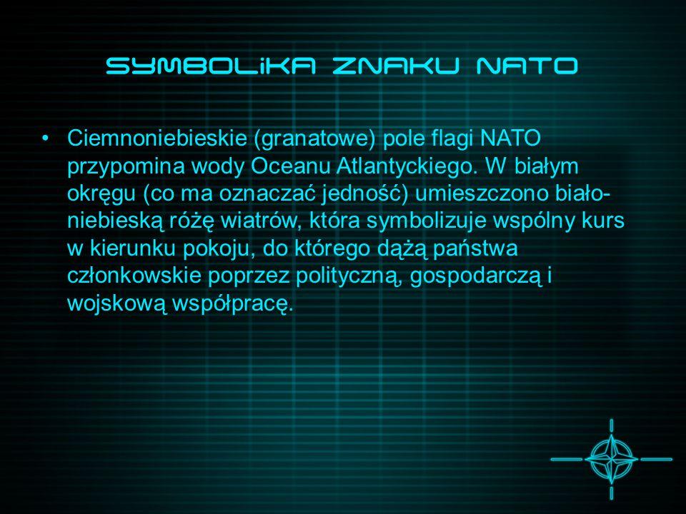 Symbolika Znaku NATo Ciemnoniebieskie (granatowe) pole flagi NATO przypomina wody Oceanu Atlantyckiego. W białym okręgu (co ma oznaczać jedność) umies