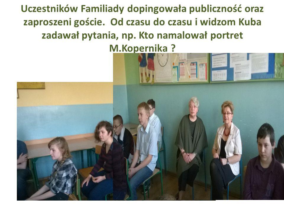 Uczestników Familiady dopingowała publiczność oraz zaproszeni goście.