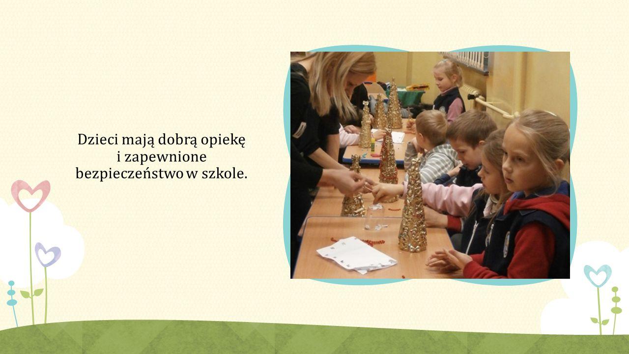 Dzieci mają dobrą opiekę i zapewnione bezpieczeństwo w szkole.