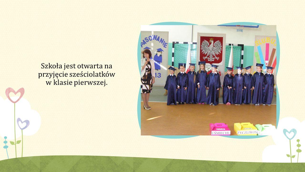 Szkoła jest otwarta na przyjęcie sześciolatków w klasie pierwszej.