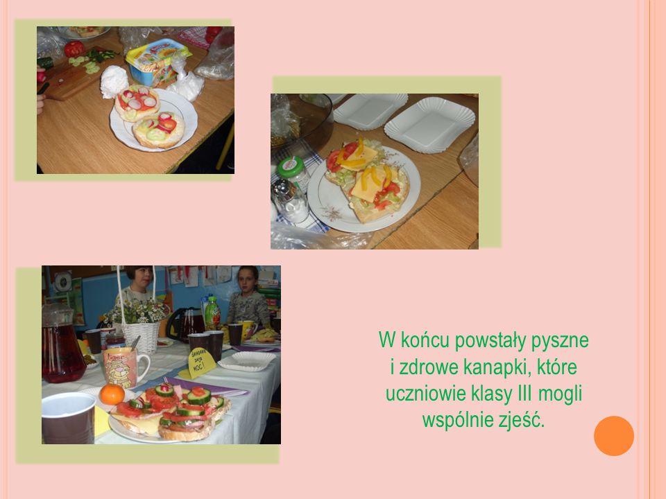 W końcu powstały pyszne i zdrowe kanapki, które uczniowie klasy III mogli wspólnie zjeść.