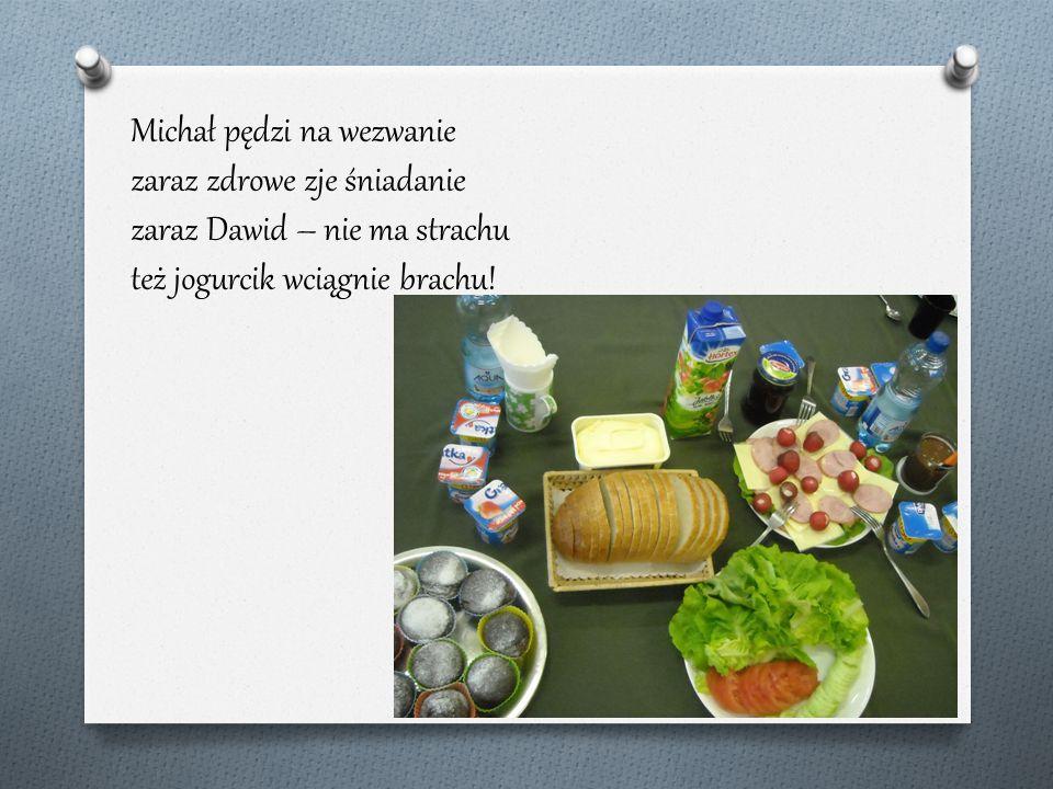 Michał pędzi na wezwanie zaraz zdrowe zje śniadanie zaraz Dawid – nie ma strachu też jogurcik wciągnie brachu!