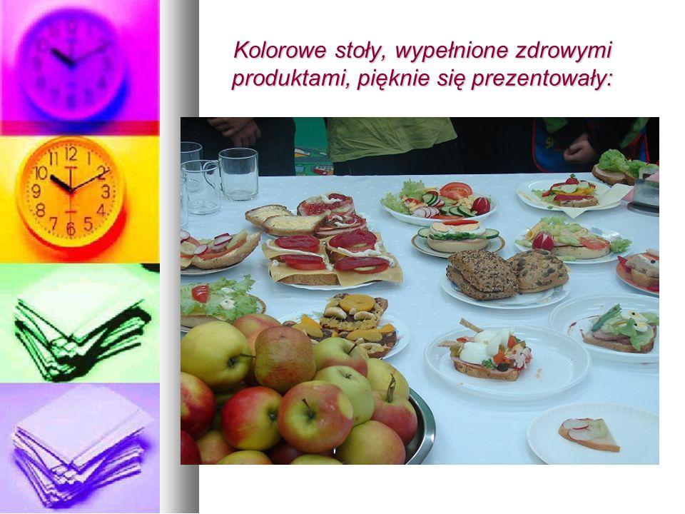 Kolorowe stoły, wypełnione zdrowymi produktami, pięknie się prezentowały: