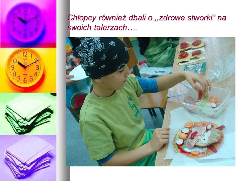 Chłopcy również dbali o,,zdrowe stworki na swoich talerzach….