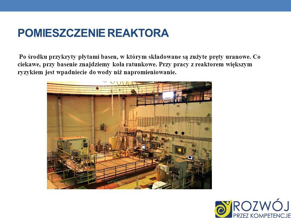 POMIESZCZENIE REAKTORA Po środku przykryty płytami basen, w którym składowane są zużyte pręty uranowe.