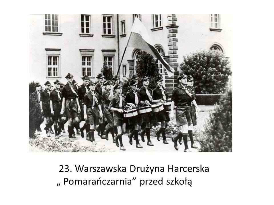 """23. Warszawska Drużyna Harcerska """" Pomarańczarnia przed szkołą"""