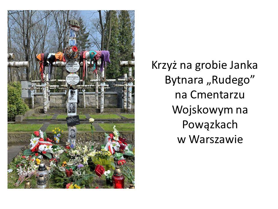 """"""" Krzyż na grobie Janka Bytnara """"Rudego na Cmentarzu Wojskowym na Powązkach w Warszawie K"""