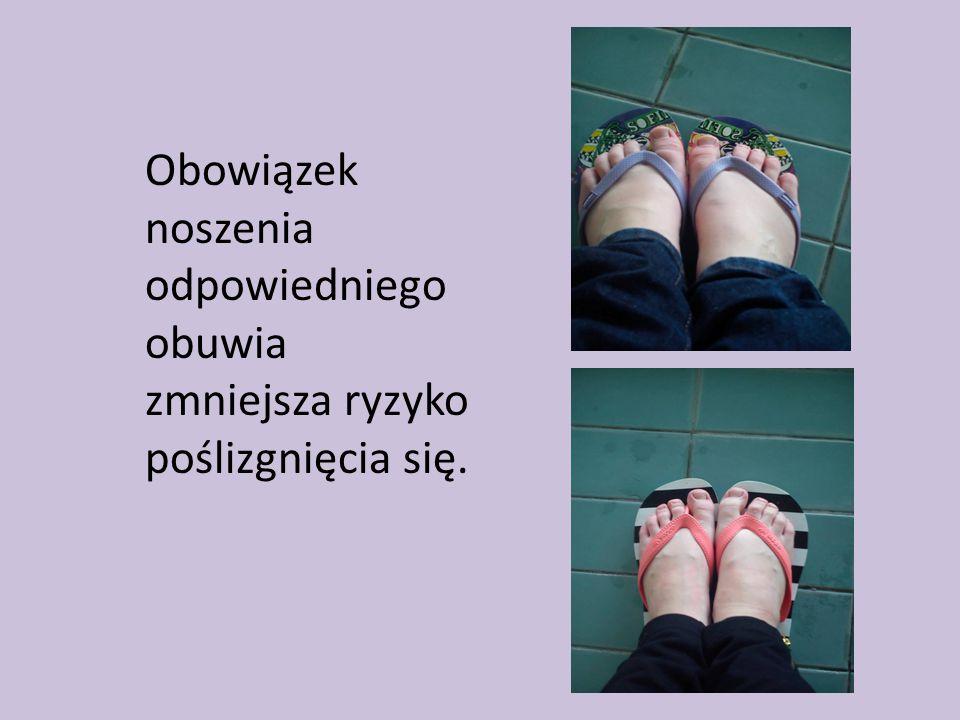 Obowiązek noszenia odpowiedniego obuwia zmniejsza ryzyko poślizgnięcia się.