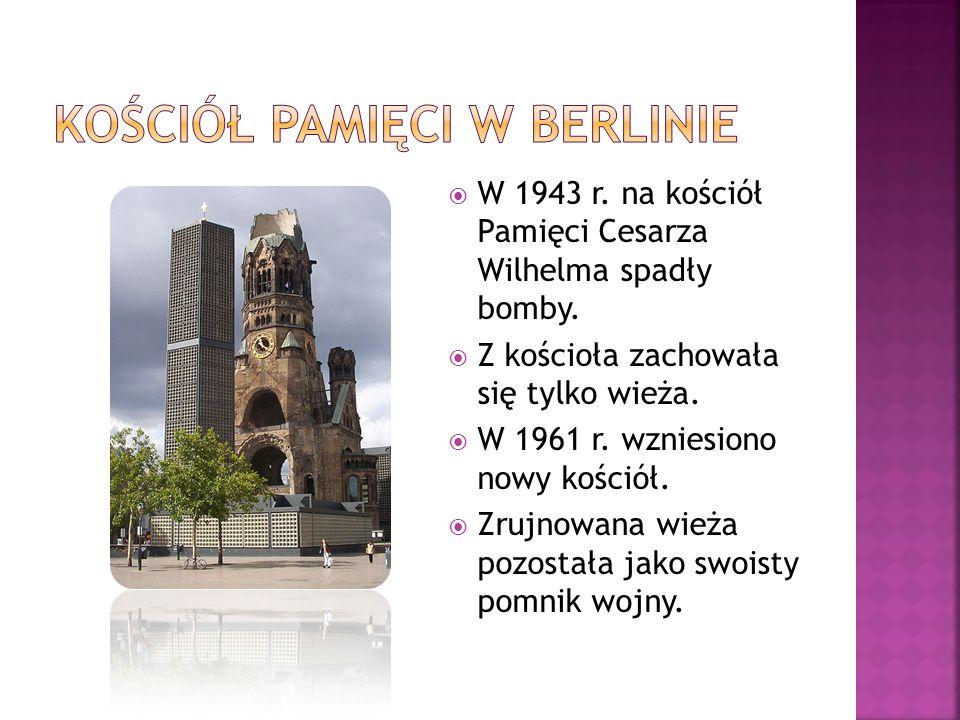  W 1943 r. na kościół Pamięci Cesarza Wilhelma spadły bomby.  Z kościoła zachowała się tylko wieża.  W 1961 r. wzniesiono nowy kościół.  Zrujnowan