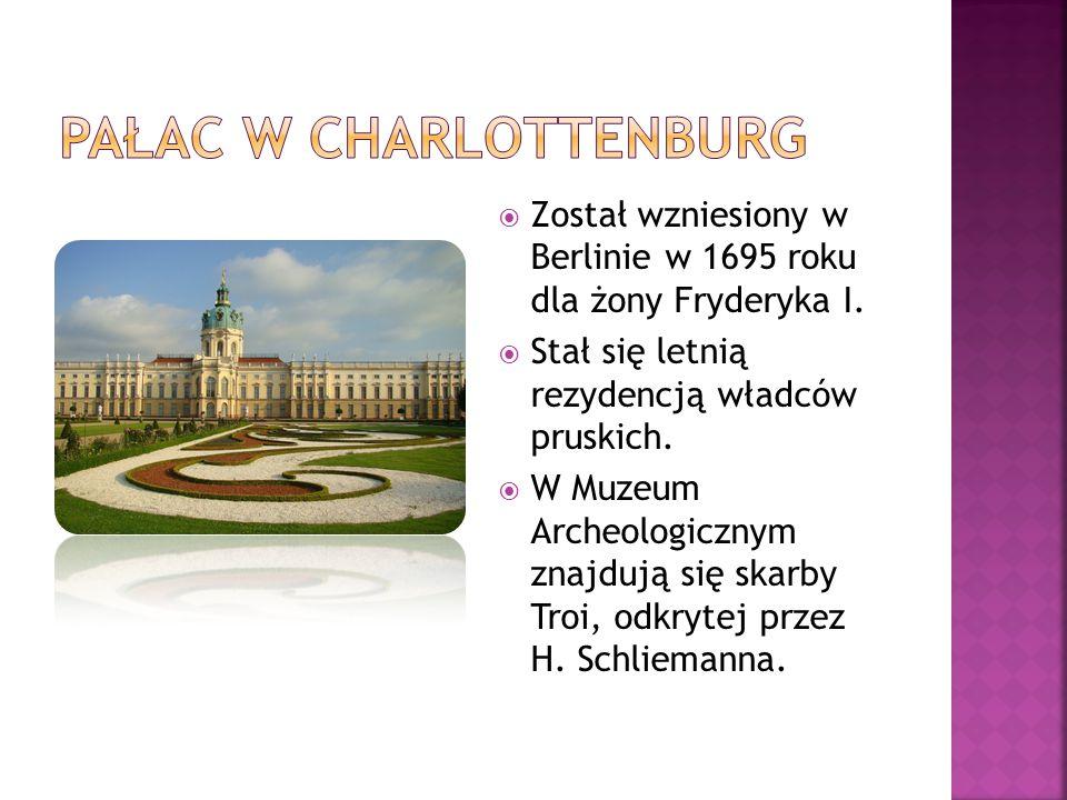  Został wzniesiony w Berlinie w 1695 roku dla żony Fryderyka I.  Stał się letnią rezydencją władców pruskich.  W Muzeum Archeologicznym znajdują si