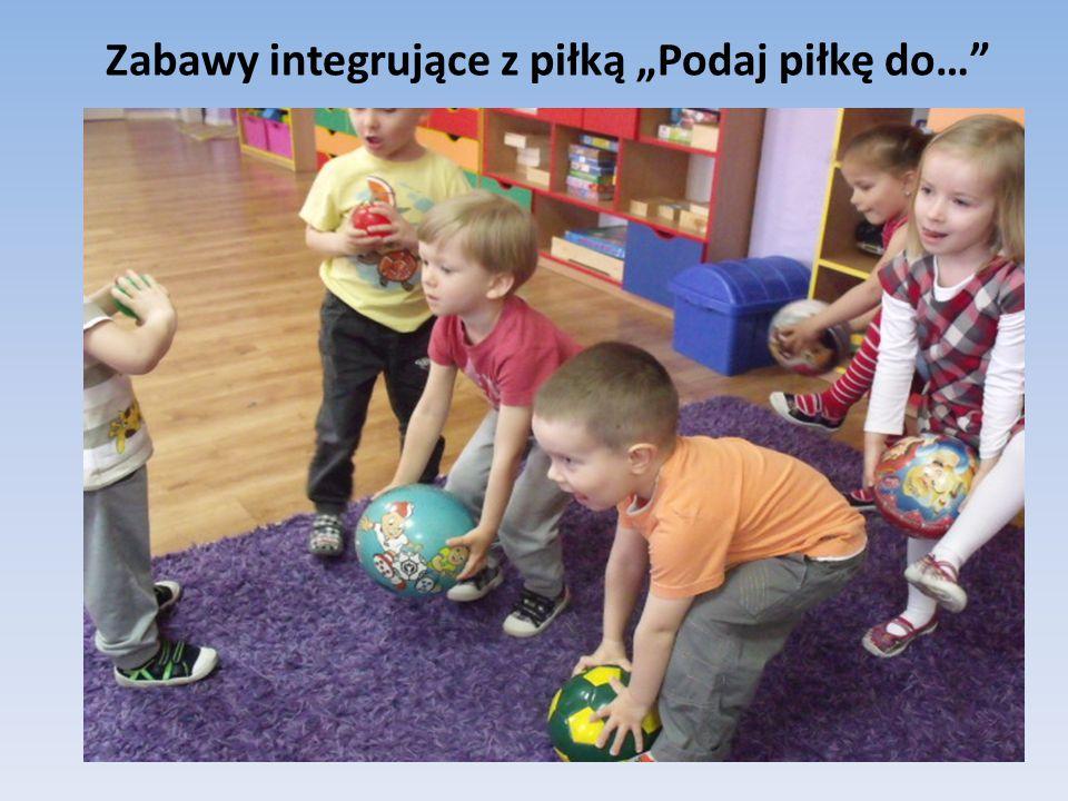 """Zabawy integrujące z piłką """"Podaj piłkę do…"""""""