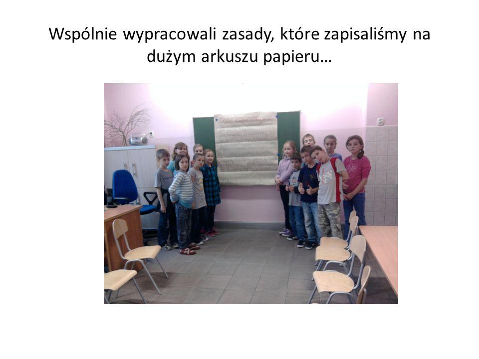 Wspólnie wypracowali zasady, które zapisaliśmy na dużym arkuszu papieru…
