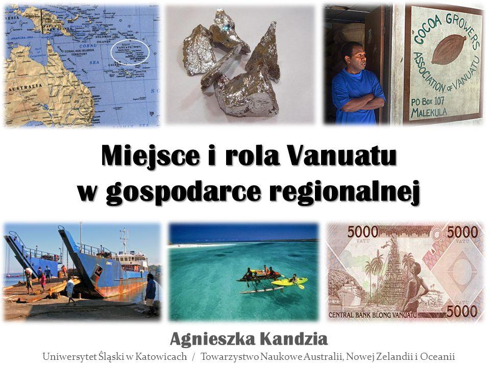 """Gospodarka Vanuatu Rolnictwo – 12 % powierzchni, 65 % ludności (uprawa, hodowla, rybołówstwo), Przemysł – spożywczy (rybny, olejarski), – """"wydobywczy (mangan) Źródło: Opracowanie własne"""