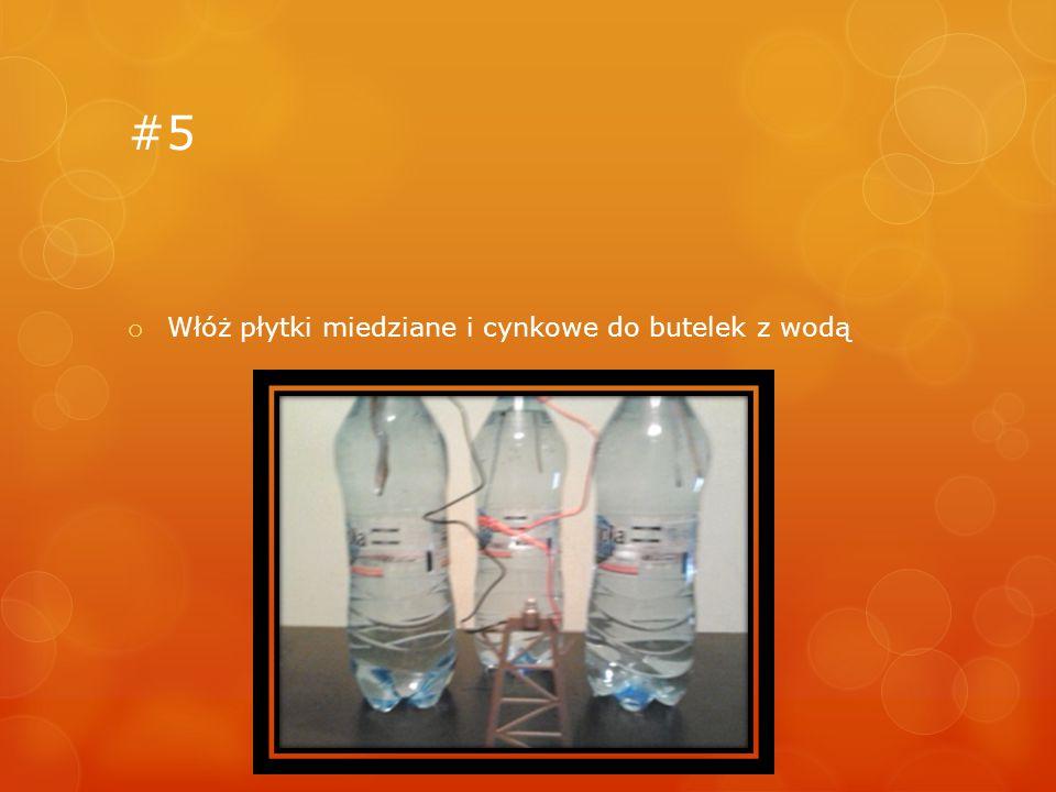 #5 o Włóż płytki miedziane i cynkowe do butelek z wodą
