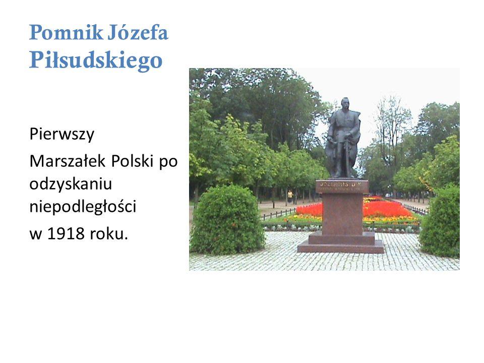 Pomnik Józefa Pi ł sudskiego Pierwszy Marszałek Polski po odzyskaniu niepodległości w 1918 roku.