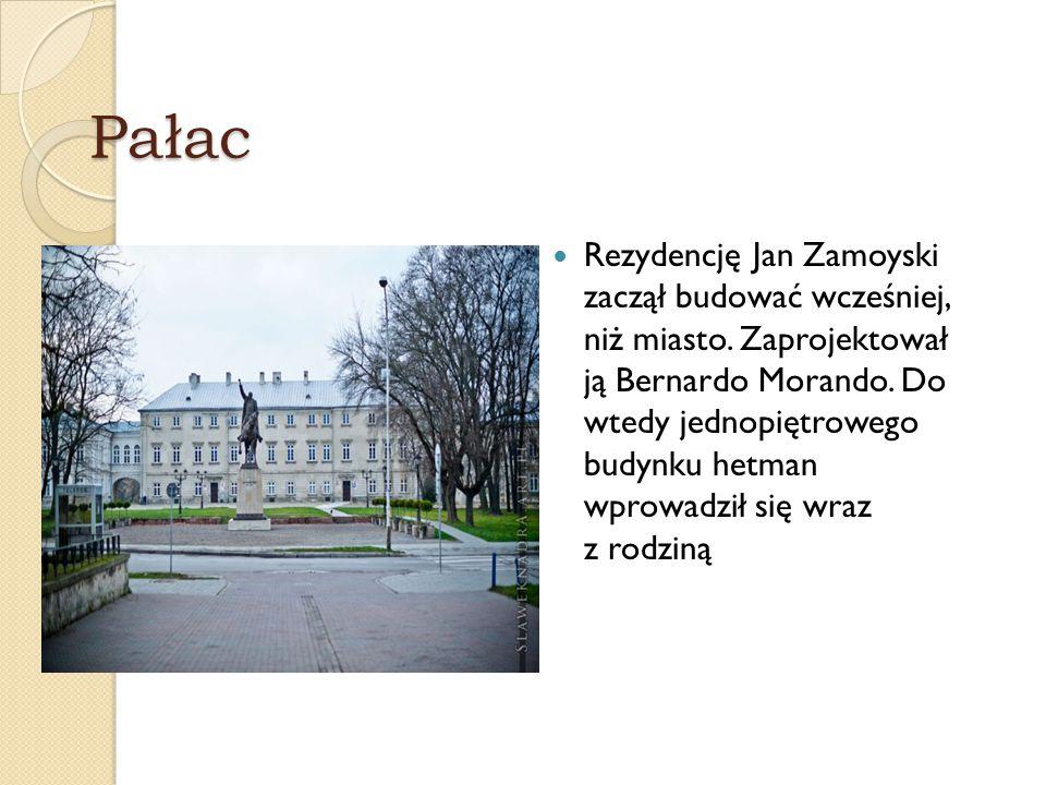 Pałac Rezydencję Jan Zamoyski zaczął budować wcześniej, niż miasto. Zaprojektował ją Bernardo Morando. Do wtedy jednopiętrowego budynku hetman wprowad