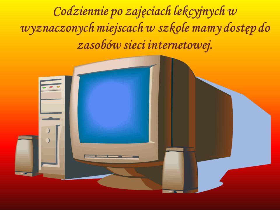 Codziennie po zajęciach lekcyjnych w wyznaczonych miejscach w szkole mamy dostęp do zasobów sieci internetowej.