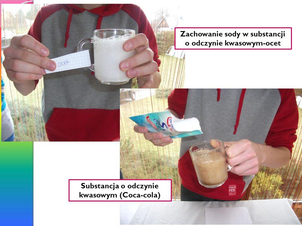 Zachowanie sody w substancji o odczynie kwasowym-ocet Substancja o odczynie kwasowym (Coca-cola)