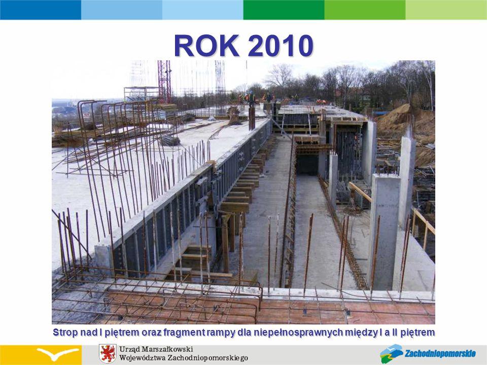 ROK 2010 Strop nad I piętrem oraz fragment rampy dla niepełnosprawnych między I a II piętrem