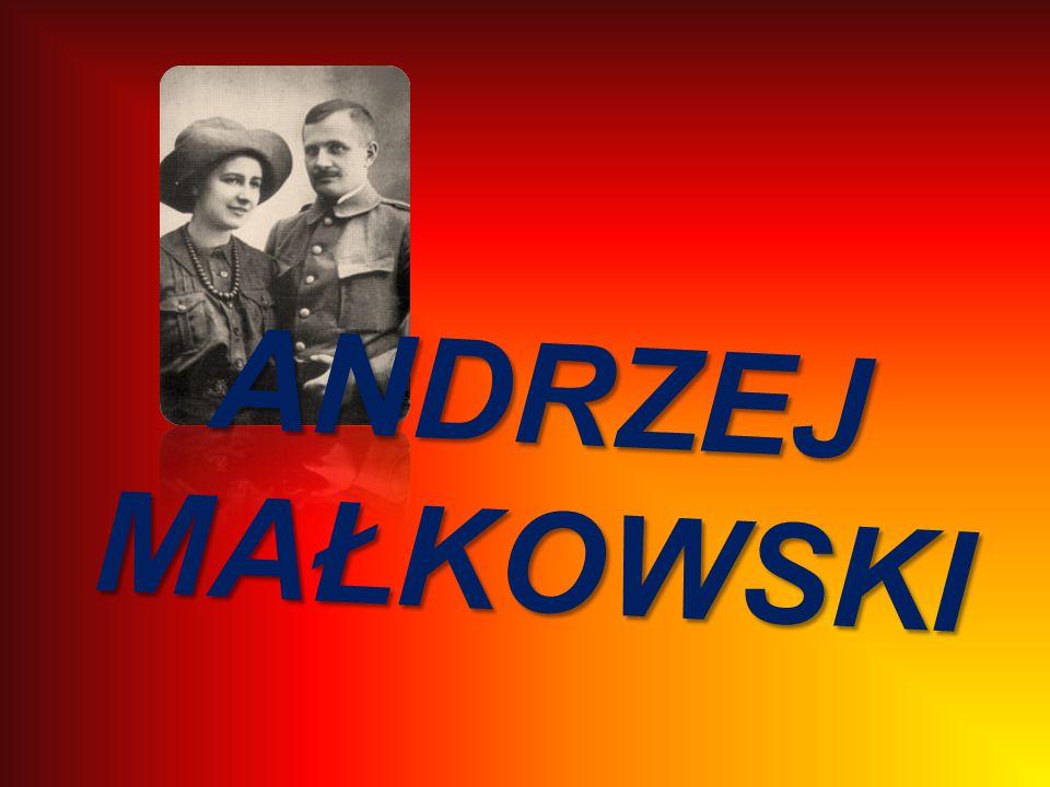 Urodził się w rodzinie ziemiańskiej o tradycjach patriotycznych i żołnierskich.