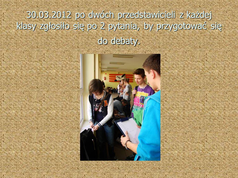 30.03.2012 po dwóch przedstawicieli z każdej klasy zgłosiło się po 2 pytania, by przygotować się do debaty.